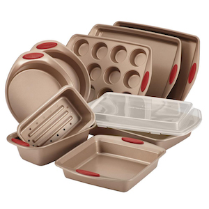 Cucina Latte and Cranberry Bakeware